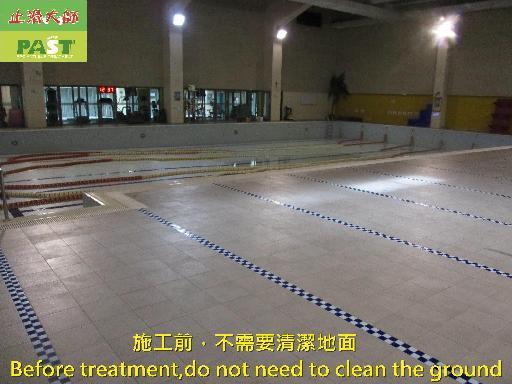 止滑大師 1309 學校 高中 室內 游泳池池畔 男女更衣間 淋浴間 廁所 馬賽克 石英磚 高硬度磁磚地面止滑防滑施工工程 相片
